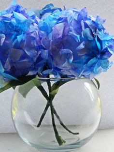 Coffee Filter Hydrangeas, full tutorial with pictures - these are just BEAUTIFUL, would work well with tissue paper too, I am thinking - by Paper Pendulum - - tå√ - Junior Girl Scout Badge - Flowers Badge Coffee Filter Projects, Coffee Filter Crafts, Coffee Filter Flowers, Handmade Flowers, Diy Flowers, Fabric Flowers, Flower Diy, Flower Ideas, Diy Paper
