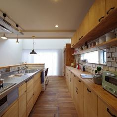 キッチン Japanese Kitchen, Japanese House, Kitchen Dinning, Wooden Kitchen, Tiny House Exterior, Tiny House Living, Tiny House Plans, Tiny House Design, Apartment Kitchen