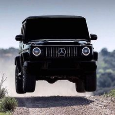 Airborne Mercedes G Wagon Would you go off-roading in this beast? Photo by Mercedes Suv, Mercedes G Wagon, Mercedes Benz G Class, Top Luxury Cars, Luxury Suv, Bmw E39, Jetta Mk5, Triumph Bonneville, Ford Gt