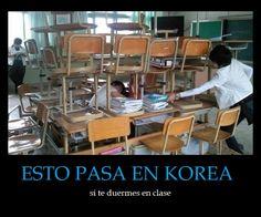 Esto pasa en Korea si te duermes en clase... (demonstrativos) (verbos reflexivos) (verbos de cambio raíz) - Visit http://www.estudiafeliz.com for more fun materials for Spanish teachers and students!
