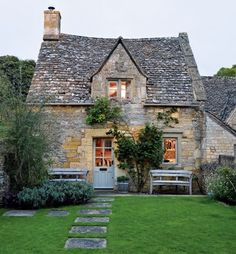 A cottage for one, please (and cat).