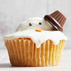 If our frosty friend has to melt, he might as well do it on a cupcake! http://www.bhg.com/christmas/recipes/christmas-sweets/?socsrc=bhgpin120814meltysnowmancupcake&page=1