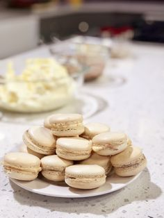 Vanilla Macaroons Vanilla macaroons (macarons) are the best! Here's the recipe link: cookingwithchefbr… French Macaroon Recipes, French Macaroons, Vanilla French Macarons Recipe, Paleo Macaroons, Macaroons Flavors, Raspberry Macaroons, How To Make Macaroons, Snack Recipes, Recipes