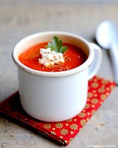 Velouté de poivrons tomates cumin      1 oignon     1 branche de céleri     2 gousses d'ail     580 g de pimientos del piquillo en conserve (2 boites)     2 boites de 400 g de tomates pelées     100 ml de bouillon de volaille     1 cuillère à café de cumin en poudre     2 cuillères à soupe d'huile d'olive     1 pincée de sel