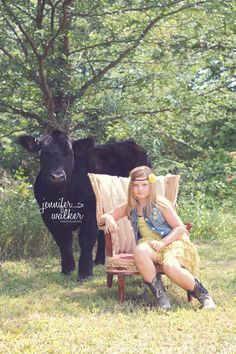 Show Steer Family Photo. I want a photo like this but with a goat instead!