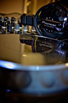 Fabianndj by djfabiann on SoundCloud Vinyl Music, Dj Music, Music Guitar, Dance Music, Music Stuff, Guitar Art, House Music, Music Is Life, Dj Pics