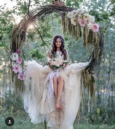a grapevine wreath with pink flowers as a swing for the bride . - Hochzeit im Freien - Flowers Forest Wedding, Boho Wedding, Wedding Flowers, Dream Wedding, Wedding Swing, Bride Flowers, Trendy Wedding, Wiccan Wedding, Wedding Country