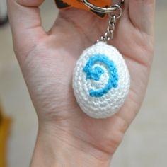 Hearthstone Keychain - Free crochet pattern by Ana Amélia (Miahandcrafter). Pokemon Crochet Pattern, Crochet Keychain Pattern, Amigurumi Patterns, Crochet Patterns, Crochet Videos, Crochet Toys, Free Crochet, Dog Keychain, Crochet Supplies