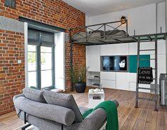 Casinha colorida: Um loft com mezanino e até balanço