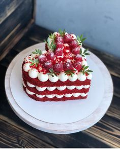 ▽ Looking for Valentine's Day cake ideas for your Valentines this year? Find great ideas for delicious Valentine's Day cakes and desserts - These video, mus. Pretty Cakes, Beautiful Cakes, Amazing Cakes, Valentines Day Cakes, Valentine Desserts, Valentines Flowers, Valentine Decorations, Best Dessert Recipes, Fun Desserts