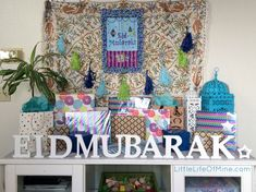 Ramadan traditions are starting to become a big deal around here. Growing up we didn't really do anything for Ramadan besides, well, fast. Ramadan Gifts, Ramadan Mubarak, Eid Gift, Eid Crafts, Crafts For Kids, Islamic Celebrations, Ramadan Activities, Eid Party, Ramadan Decorations