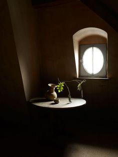 Beautiful, Dutch-masters like lighting.      {Axel Verboordt-casteel gravenwezel}
