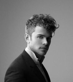 Comment choisir une coupe de cheveux homme  50 idées en photos! Coiffure  Homme Cheveux BouclésCoiffure ... 5766a187862
