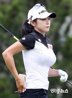 Expert Golf Tips For Beginners Of The Game. Golf is enjoyed by many worldwide, and it is not a sport that is limited to one particular age group. Not many things can beat being out on a golf course o Girls Golf, Ladies Golf, Golf Sexy, Lpga Golf, Girl Golf Outfit, Actrices Sexy, Beautiful Athletes, Golf Player, Sporty Girls