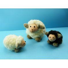 Mit Märchenwolle / Filzwolle schöne Schafe basteln. Bastelidee zum Nachmachen.