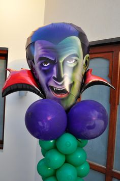 Because balloons are the ultimative party decoration - they come also in scary party themes.