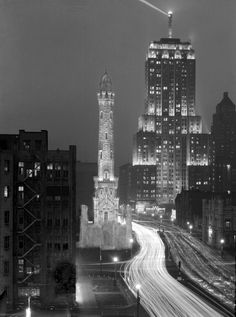Chicago, Michigan Avenue, after dark, about 1931:  #CHM pic.twitter.com/7h7rBi07lw