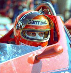 Clasp Garage: I always go extreme ways Niki Lauda Racing Helmets, F1 Racing, Alfa Romeo, Vintage Racing, Vintage Cars, Formula 1, F1 Motor, Michael Schumacher, F1 Drivers