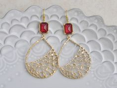 Garnet Net Teardrop Earrings - Beautiful teardrop net shaped pendant adorned with a garnet glass to add some glitz to your wardrobe.  The net teardrop pendant has very small leaves to them that gives them a nature inspired theme.  They make a wonderful gift for someone with a January birthday.  A true statement earring.