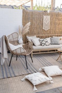 Pamps Grass interior accessory that makes it fall and fall. Pamps Grass interior accessory that makes it fall and fall. Small Balcony Decor, Small Patio, Outdoor Spaces, Outdoor Living, Outdoor Sofa, Outdoor Decor, Pergola Designs, Backyard Patio, Home And Living