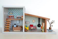 Wooden dollshouse #woodentoy #woodendollshouse #macarenabilbao