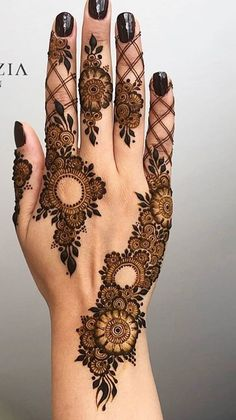 Modern Henna Designs, Floral Henna Designs, Finger Henna Designs, Mehndi Designs For Girls, Mehndi Designs For Beginners, Bridal Henna Designs, Mehndi Design Pictures, Mehndi Designs For Fingers, Beautiful Henna Designs