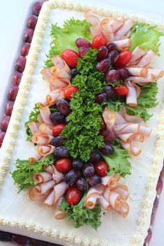 Meat Trays, Pasta Salad, Sushi, Food Decorations, Ethnic Recipes, Party, Cook, Recipes, Xmas