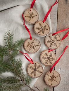 Nothing can beat homemade Christmas Ornaments & Christmas Crafts. Here are easy DIY Christmas Ornaments to make your Christmas Decorations feel personal. Snowflake Craft, Snowflake Ornaments, Diy Christmas Ornaments, Christmas Projects, Holiday Crafts, Christmas Decorations, Christmas Ideas, Snowflakes, Burlap Ornaments
