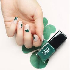 In seek out some nail designs and ideas for the nails? Here is our list of 32 must-try coffin acrylic nails for trendy women. Nail Art Designs, St Patricks Day Nails, Super Nails, Green Nails, Nail Art Diy, Nails Magazine, Simple Nails, Nail Arts, Toe Nails