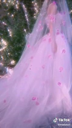 Aesthetic Indie, Aesthetic Movies, Aesthetic Themes, Aesthetic Videos, Aesthetic Pictures, Princess Videos, Dibujos Tumblr A Color, Aesthetic Photography Grunge, Fantasy Gowns