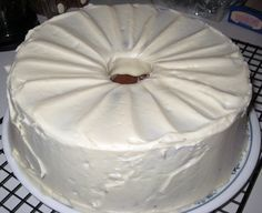 Looking for a scrumptious pound cake recipe, try brown sugar pound cake with cream cheese frosting. The brown sugar goodness of the cake is taken to another level topped with the cream cheese frosting! You will not be disappointed! Southern Desserts, Just Desserts, Delicious Desserts, Dessert Recipes, French Desserts, Baking Desserts, Pastry Recipes, Yummy Food, Cake Cookies