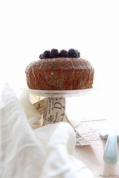 Fluffosa alle more e cioccolato bianco, con farina di canapa   White chocolate & blackberry hemp flour chiffon cake