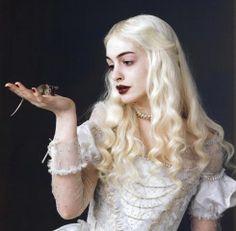 ALICE NO PAIS DAS MARAVILHAS -- RAINHA BRANCA.