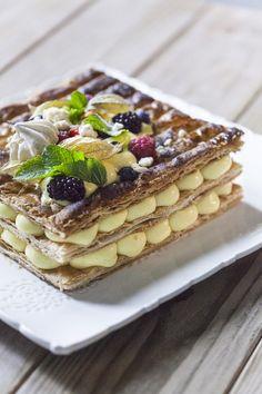 Millefoglie senza glutine: La mia #millefoglie #senzaglutine è molto croccante e colma di corposa #cremapasticciera aromatizzata alla vaniglia: provala, coprendola di frutta fresca!