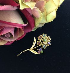18ct yellow gold 1950's brooch set with assorted coloured pastes. Very sweet piece :)