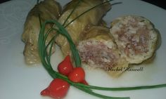 Charuto de repolho / stuffed cabbage rolls : Esta é uma receita rápida e fácil de fazer e que é um coringa para pelo menos mais três receitas. Você usar folhas de uva ou couve no lugar do repolho, pode usar ou não molho de tomate e pode també…