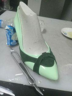 Stiletto Shoes, Shoes Heels, Shoes 2015, Rossi Shoes, Shoe Pattern, Fashion Sewing, Toe Shape, Manolo Blahnik, Clarks