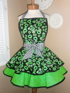 St Patricks Day Retro Womans Tiered Apron with Bib by mamamadison. I love the green kiss fabric!