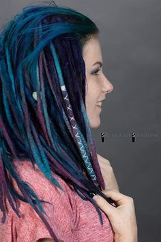 Blue and Purple wool dreads Ombré Hair, Hair Dos, Dread Hairstyles, Pretty Hairstyles, Colored Dreads, Hippie Dreads, Wool Dreads, Faux Dreads, Dread Braids