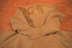 Toen ik dit t-shirt met capuchon voor zoon Pluis blogde kreeg ik van een aantal mensen de vraag of ik een handleiding wilde maken hoe je zo...