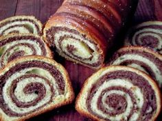 COZONAC DE POST Cake Recipes, Vegan Recipes, Dessert Recipes, Cooking Recipes, Desserts, Vegan Food, Romanian Food, Food Cakes, Doughnut