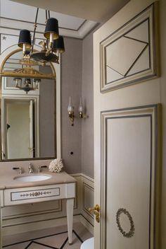 Paris Based designer Jean Louis Denoit has perfected Regency design for today's consumer. He designs homes all over the world. Jean Louis Deniot, Interior And Exterior, Interior Design, Classic Bathroom, Transitional Living Rooms, Paris Apartments, Painted Doors, Apartment Design, Decoration