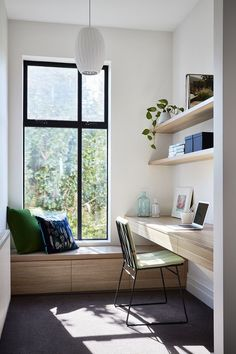 Contemporary home office design with tons of natural light and minimal furniture. Contemporary home office design with tons of natural light and minimal furniture. Source by Home Office Space, Home Office Design, Home Office Decor, Home Decor, Office Nook, Apartment Office, Bedroom With Office, Minimal Home Design, Office Room Ideas