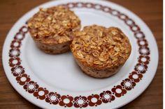 Ez a reggeli egészen biztosan megadja az energialöketet a napra: zabpehely, dió és banán alkotja a tésztát, cukor minimális mértékben, liszt pedig egyáltalán nem kerül bele.Gyors, egyszerű, egészséges nassolnivaló, ami energiával tölt fel a nap végéig. A zabpehelykosárkák… Muffins, Diet, Cukor, Recipes, Breakfast Ideas, Food, Muffin, Recipies, Morning Tea Ideas