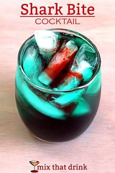 Rum cocktail: Shark Bite drink recipe with spiced rum, blue curacao, light rum, sour mix and grenadine. Cocktails Halloween, Menu Halloween, Halloween Parties, Disney Cocktails, Fun Cocktails, Alcholic Halloween Drinks, Alcholic Drinks, Non Alcoholic Drinks, Bar Drinks