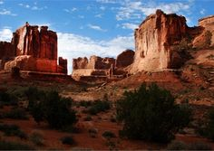 Park Avenue, Arches National Park. Another fine tour with East-West Global Tours. www.eastwestglobaltour.com www.eastwestglobaltravel.com
