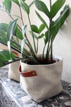 The large Linen Box – large box basket, storage or planter Sanelin certified linen and linen iridescent gold, camel leather handles – ~ Salon Saint Petersbourg ~ – Korb Potted Plants, Indoor Plants, Plant Bags, Plant Holders, Natural Linen, Storage Baskets, Linen Storage, Plant Decor, Leather Handle