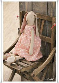 Sommerhusliv Hele Aaret: Maileg på Formland /Up/ Maileg Bunny, Bear Doll, Cute Toys, Waldorf Dolls, Sewing Toys, Soft Dolls, Fabric Dolls, Stuffed Toys Patterns, Softies