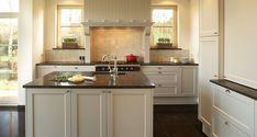 landelijke dampkap - Google Zoeken Kitchen Contractors, My Kitchen Rules, Kitchen Island, Kitchen Cabinets, Best Kitchen Designs, Cool Kitchens, New Homes, Interior, Room