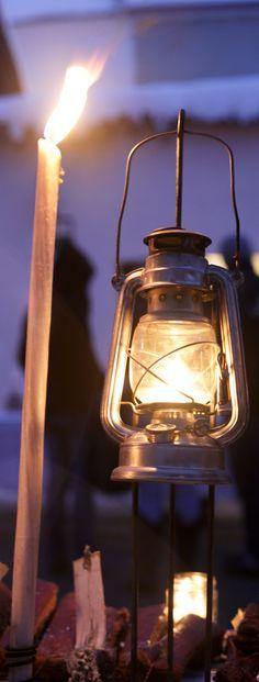 Gib Stress keine Chance! Tipps für eine genussvoll-gelassene Advent-Zeit … Advent, Mason Jar Lamp, Stress, Table Lamp, Lighting, Home Decor, Tips, Table Lamps, Decoration Home